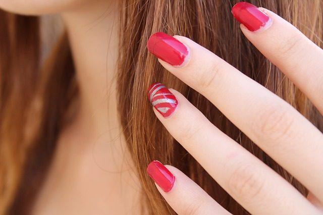 Ricostruzione unghie gel: rischio tumori per la pelle?