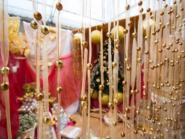 Come allestire la vetrina e pubblicizzare il negozio per Natale