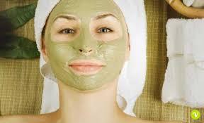 Pelle grassa: rimedi per opacizzare il viso